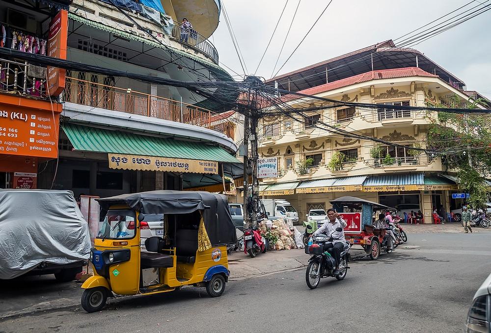 Rue de Phnom Penh ou l'on peut constater l'architecture coloniale Française. (Sylvain Freulon©)