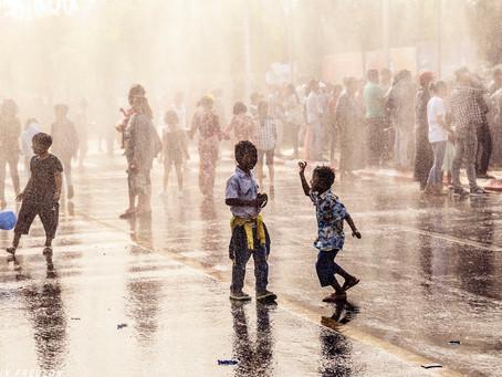Birmanie: La fête de l'eau de Mandalay à Bagan.