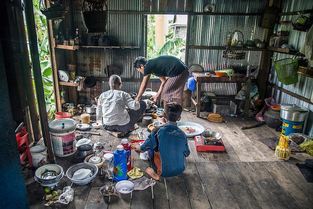Cette familles cambodgienne tenait vraiment a me témoigner leurs hospitalité (Sylvain Freulon©)