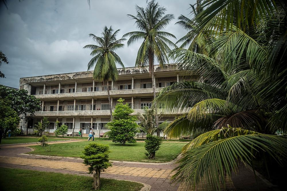 Un des bâtiments de la prison S21 qui fut autrefois une école aujourd'hui reconverti en musée en mémoire du génocide (Sylvain Freulon©)