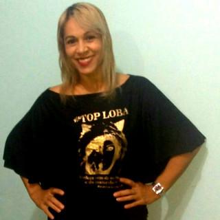 Usando uma t-shirt Top Loba asa de morcego, nossa modelo Rosana Borges garantiu seu click para a Revista Top Loba!