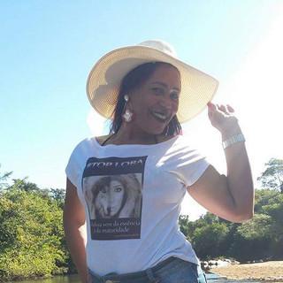 Nossa modelo Dirce Aguiar, fez seu click em Santa Terezinha de Goiás, usando um charmoso chapéu à beira do lago!