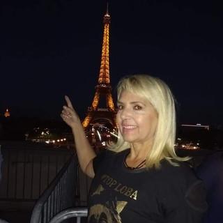 Nossa modelo Cleusa Oliveira em Paris!