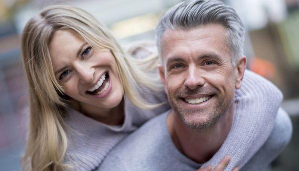 casal-feliz-maturidade-1116-1400x800.jpg