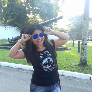 Nossa modelo Marilene Cirino fez seu click no canhão do Forte dos Andradas, Guarujá/SP, usando um rayban azul e t-shirt Top Loba!
