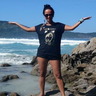Nossa modelo capa de julho, Eliza Palhares, saiu de Minas e foi passear no Rio de Janeiro com sua t-shirt Top Loba!