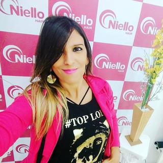 Nossa modelo Cris Becutte, fez seu click no Salão Niello Hair, parceria do Clube Top Loba.