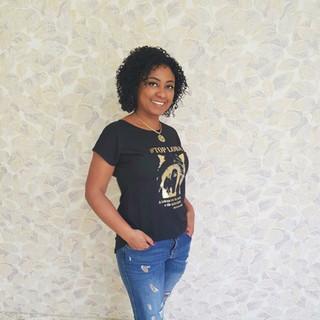 Nossa modelo Therezinha Lima apostou na combinação jeans destroyed e t-shirt Top Loba. Arrasou no click!
