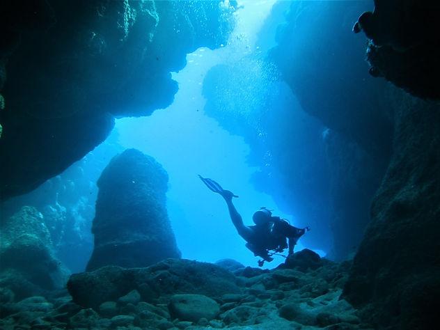 Cave Diving.jpg