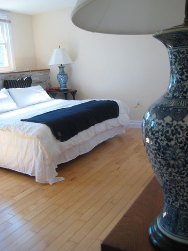 Huge sunny bedroom with King Size bed