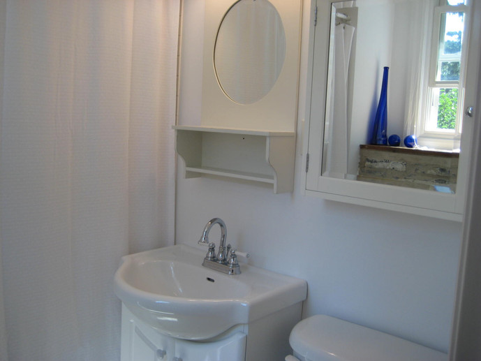 Bright & sunny bathroom