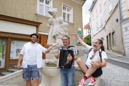 Simandlbrunnen_Straßenmusiker_und_Scheer