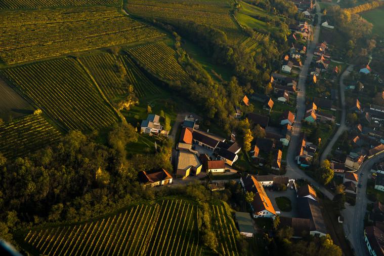 Der Weinberhof aus der Vogelperspektive