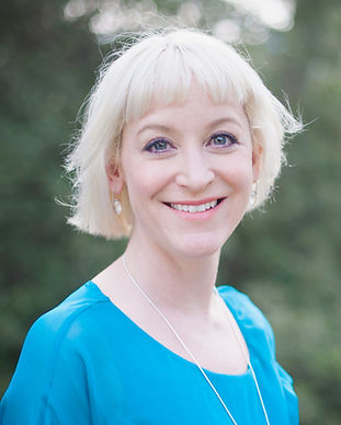 Kirsten Goodwin (Career Coach, Executive Coach, expert in Career Coaching) smiling in a turquoise top with a silver necklace