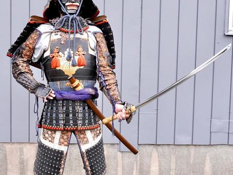 これぞクールな日本文化!甲冑を着用し撮影しました!
