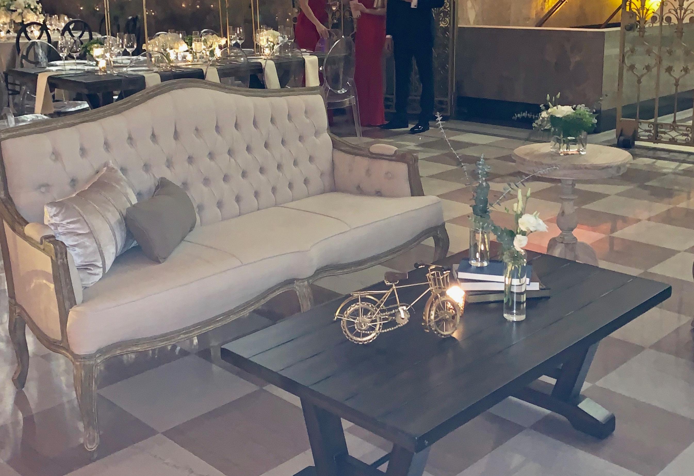rica Sofa & Arizona Coffee Table