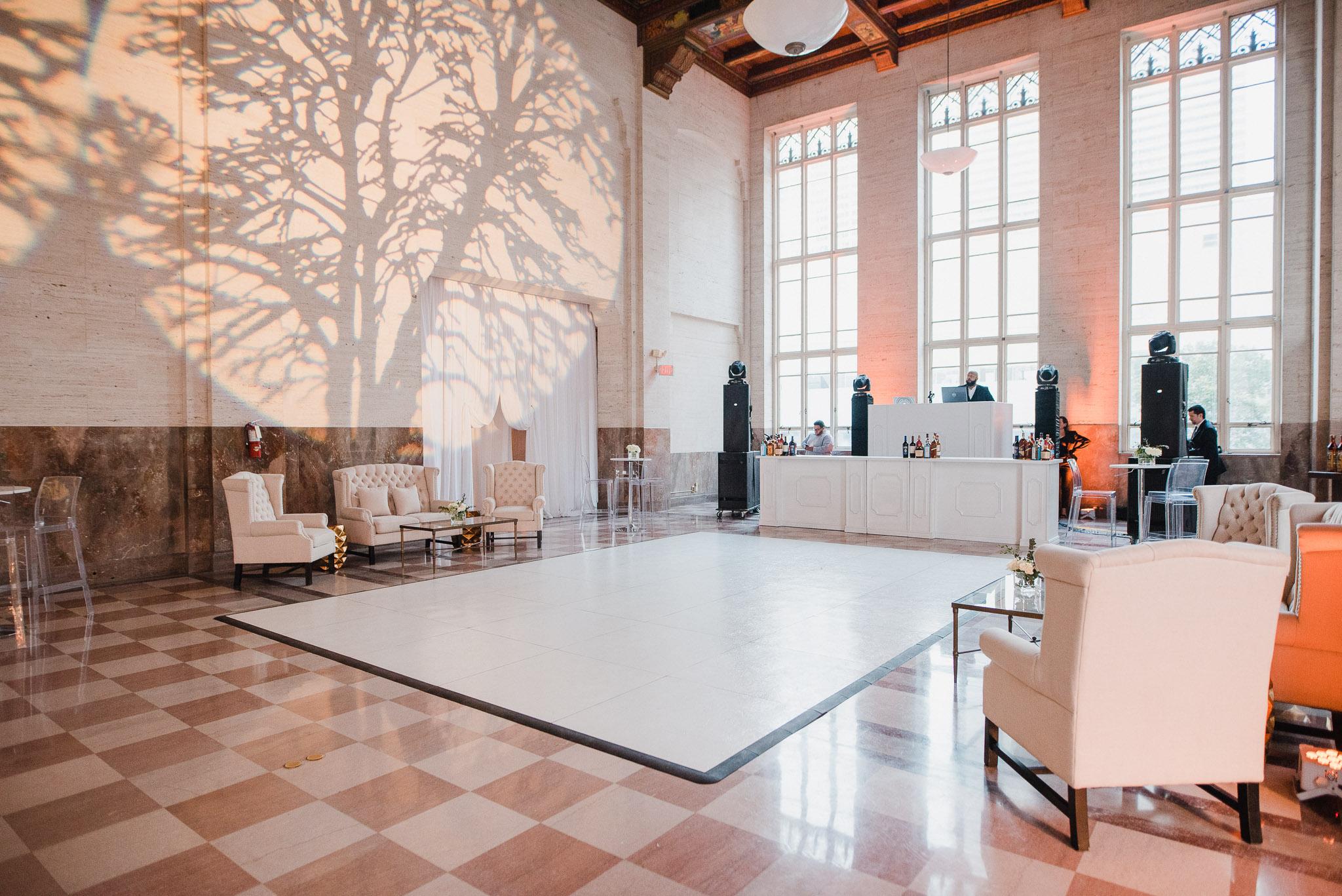 Lauren Lounge Set & Bellini  White Bar