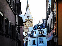 sightseeing-tour-zurich-stpeterskirche.j
