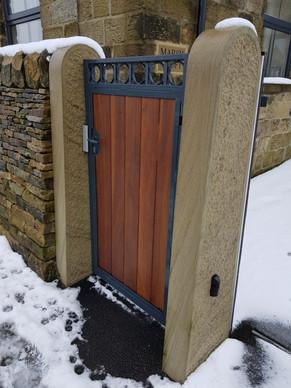 Ashlar-Stone-Products-Gate-Post.jpg