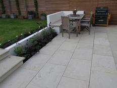 yorkstone-sawn-dappled-paving-600jpg