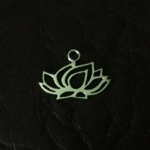Sterling silver lotus flower 20.4 x 15 mm | CH557145