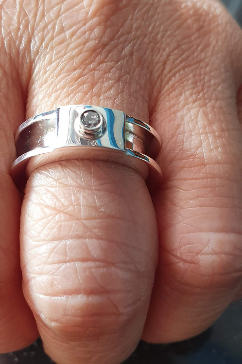 Sterling silver channel ring 1.2 x 3.8 x 1.2 mm with CZ | RG887829