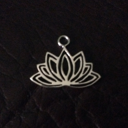 Sterling silver lotus flower 20.1 x 16.3 mm | CH557147