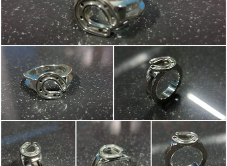 Sterling silver channel ring 3 x 2.5 mm with horseshoe | Horselovers - RG887836