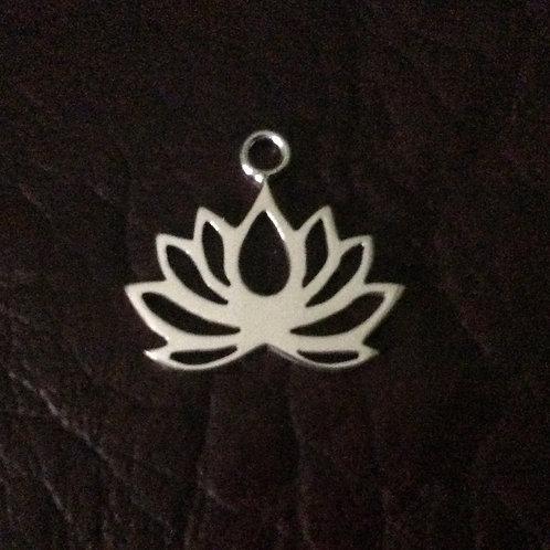 Sterling silver lotus flower 20.25 x 18.6 mm | CH557141