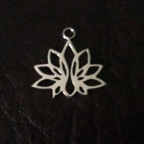 Sterling silver lotus flower 20.20 x 20.75 mm | CH557148