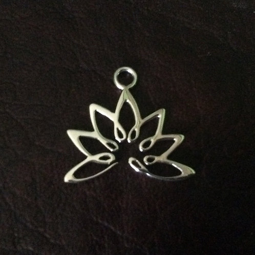 Sterling silver lotus flower 19.2 x 18.3 mm | CH557135