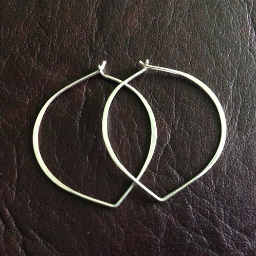 Sterling silver lotus hoop 40 mm | EW889144