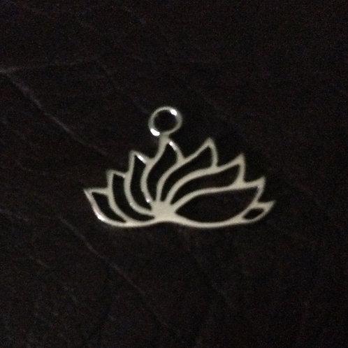 Sterling silver lotus flower 20.25 x 14.6 mm | CH557152