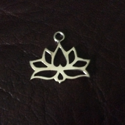 Sterling silver lotus flower 19.5 x 18 mm   CH557138