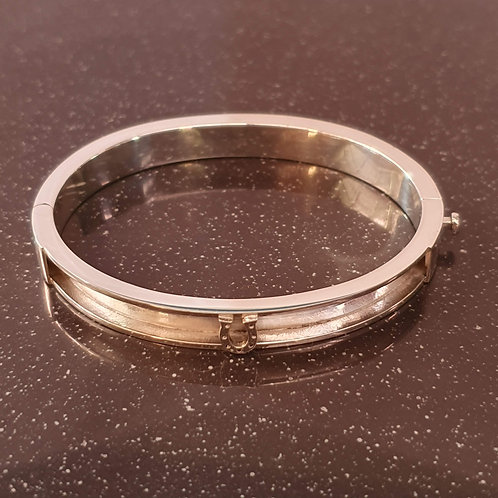 Sterling silver oval bangle 57.0 x 47.0 mm | BG996603