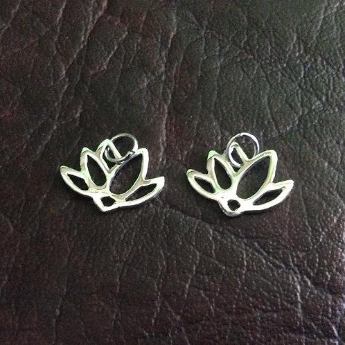 Sterling silver lotus flower 15 x 11 mm | CH557123