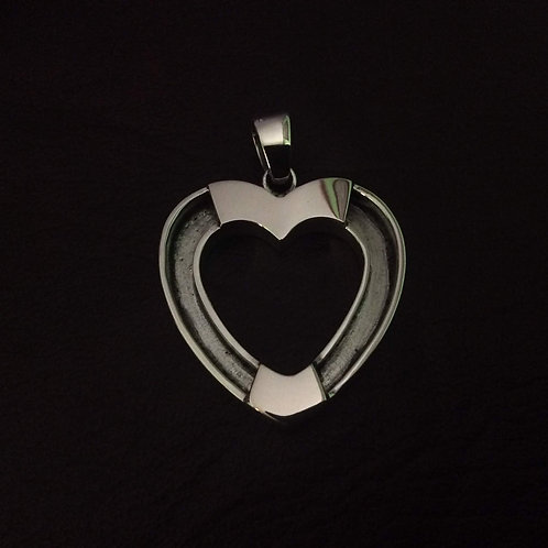 Sterling silver heart Charm 27.5 x 26.25 mm   CH557178