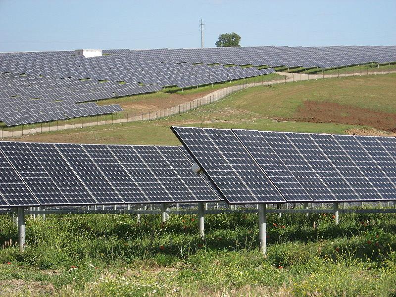 800px-SolarPowerPlantSerpa.jpg