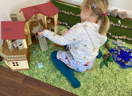 How does small world play help children's development?