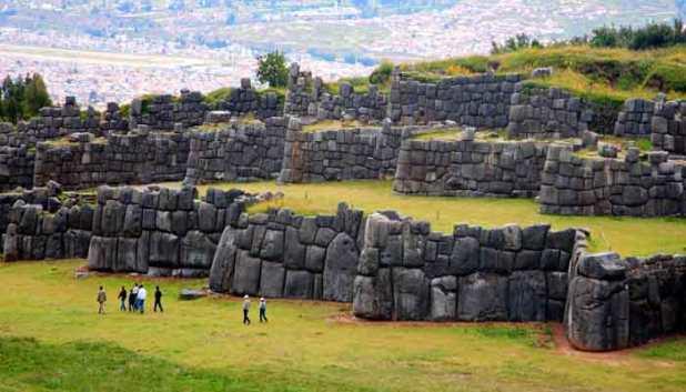 sacsayhuaman-tres-murallas