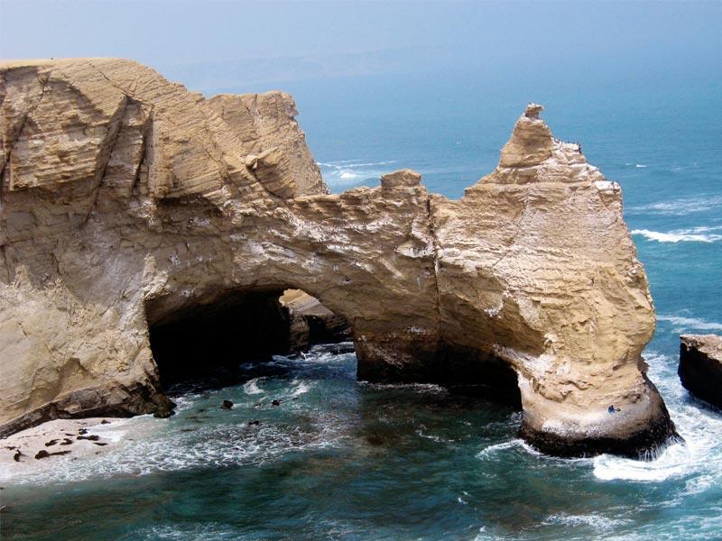 full-day-islas-ballestas-lineas-de-nasca-desde-ica-buggy-sandboard