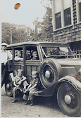 121 Talmadge Family in CarNellie in car Charlie in car William in white standing Charles I