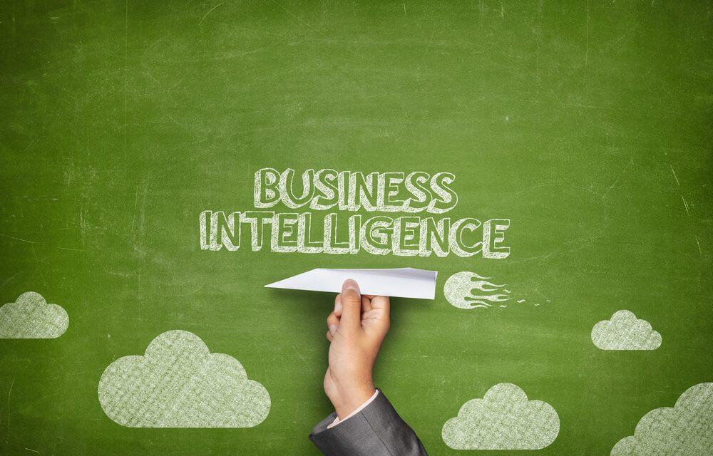 avião de papelcom fundo verde com titulo business inteligence. ilustração para mostrar efetividade no apontamento de atividades