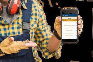 operario com redfone vermelho e luvas beges portando smartphone com app Simova