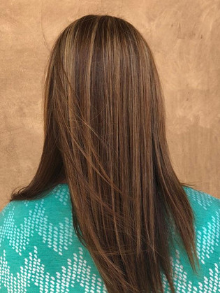 Chestnut brown hair with carmel hilights