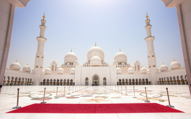 SHEIKH ZAYED GRAND MOSQUE Iconic landmark with 82 white domes