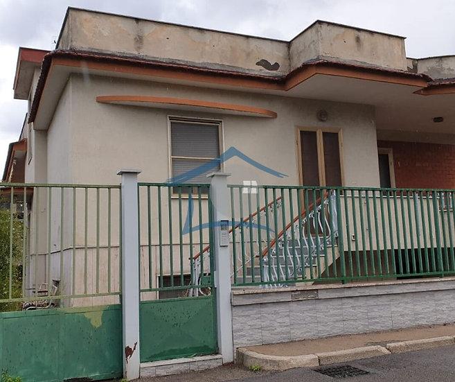 Villa indipendente + Spazio esterno + Capannone