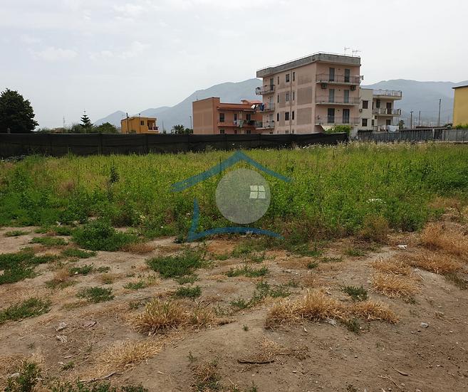 Locale deposito con terreno agricolo