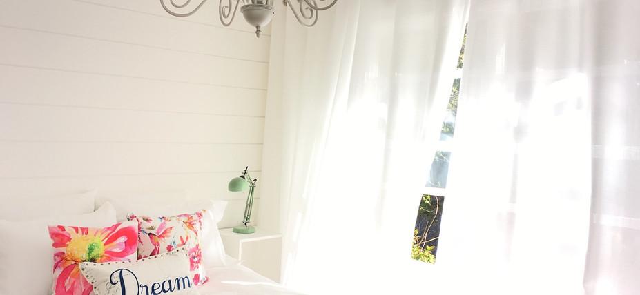 Dreamy full size bedroom in garden suite/guest cottage