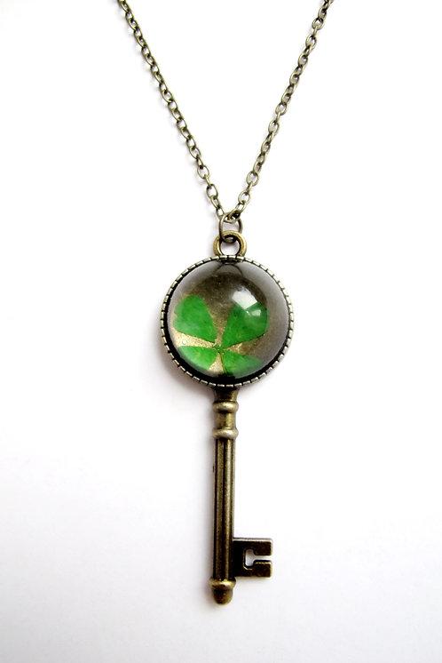 Кулон с настоящим клевером «Ключ к удачи»